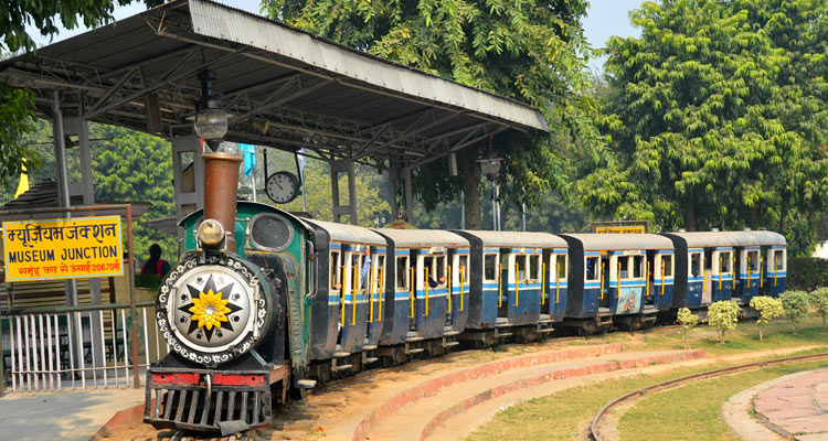 placesfor your pre-wedding photography in India - Delhi National Rail Museum Chanakyapuri